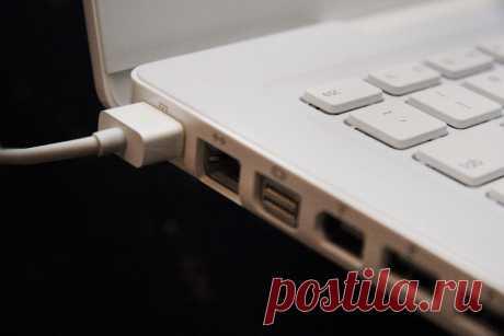 Надо ли отключать батарею ноутбука, если работаешь от розетки? | CHIP