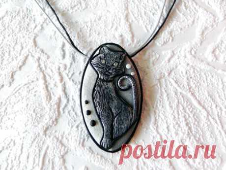 Подарок своими руками из полимерной глины: Кулон с черной кошкой