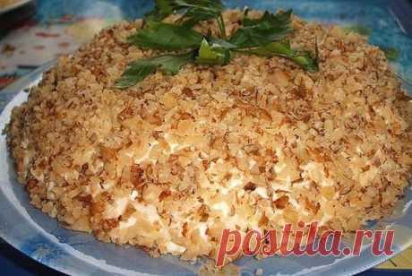 Салат «Шикарный». Вкус соответствует названию    Пальчики оближешь!          Ингредиенты: огурцы (соленые или свежие) – 3-4 шт.;картофель отварной в мундире – 3 шт.;лук – 2 шт. (крупные);яйца (вареные) – 3 шт.;сыр – 150 гр.;морковь сырая – 1 шт.;…