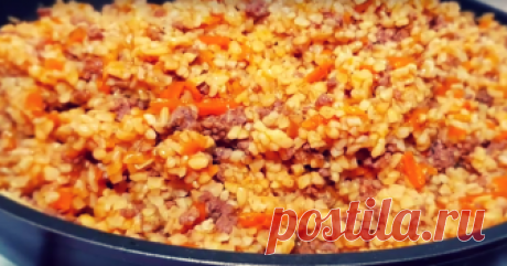 Булгур с фаршем: невероятно вкусное блюдо на каждый день - Золотые Советы Это блюдо станет вашим любимым и вы будете готовить его снова и снова. Булгур с мясом получается очень вкусным и невероятно ароматным. И идеально подойдет в качестве блюда к ужину на каждый день. Готовится блюдо просто и быстро. Необходимые продукты –булгур — 0,4 кг –говяжий фарш — 0,3 кг –1 луковица –1 морковь –1 столовая ложка томатной пасты –бульон — 1 л –соль, перец, приправа «Карри» Начинаем при...