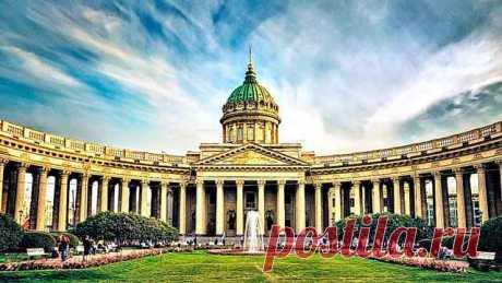 Загадки Казанского собора Казанский собор — один из самых узнаваемых храмов города на Неве, построенный по официальной версии в начале 19-го века архитектором Андреем Воронихиным
