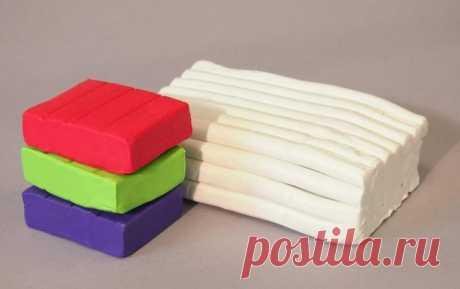 Что слепить из полимерной глины: идеи, техника, советы Сделанные собственными руками изделия всегда высоко ценились среди людей. Начинающие рукодельницы нередко предпочитают использовать в качестве материала именно полимерную глину, потому как она не треб...