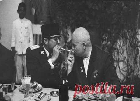 #НикитаХрущёв and #президентИндонезии #Сукарно, 1960, #Джакарта\u000a\u000a#историческиефото #ретрофото of #история #интересное\u000a#занимательное_право #живойзакон #livelaw