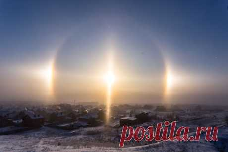 """Solar Galo in Orsk, the Orenburg region. \""""So in the Urals bitter cold begin\"""", – the press photographer of Orsk.ru Pavel Sagaydak says."""