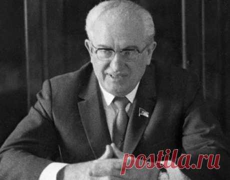 Что стало бы с СССР, если бы Андропов правил дольше «Такую страну развалил!» – в подобном духе сегодня общественность оценивает итоги горбачевской Перестройки. Но попробуем представить, что Михаил Горбачев не добрался до вершины власти. Был ли шанс у СССР сохраниться в прежнем формате при другом лидере?