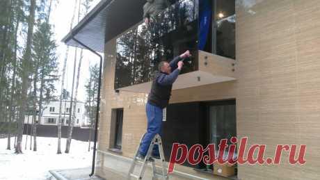 Изготовление лестниц, ограждений, перил Маршаг – Установка черных стеклянных перил