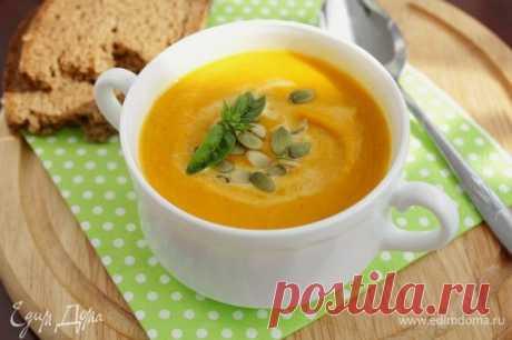 Тыквенный суп с красной чечевицей. Ингредиенты: сельдерей корень, тыква, морковь