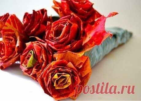 Розы из осенних листьев.