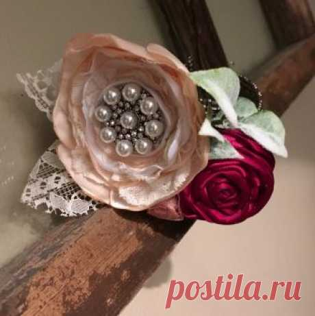 Forever Brooch Bouquets LLC в Instagram: «I #love how this #handmade brooch #corsage came out! It's definitely not 1980. Updated to a #style for today, with a #metal beaded #cuff…» 49 отметок «Нравится», 11 комментариев — Forever Brooch Bouquets LLC (@foreverbroochbouquets) в Instagram: «I #love how this #handmade brooch #corsage came out! It's definitely not 1980. Updated to a #style…»