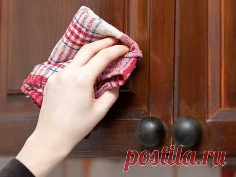 5 быстрых и эффективных способов очистить кухонные шкафчики от жирного налета
