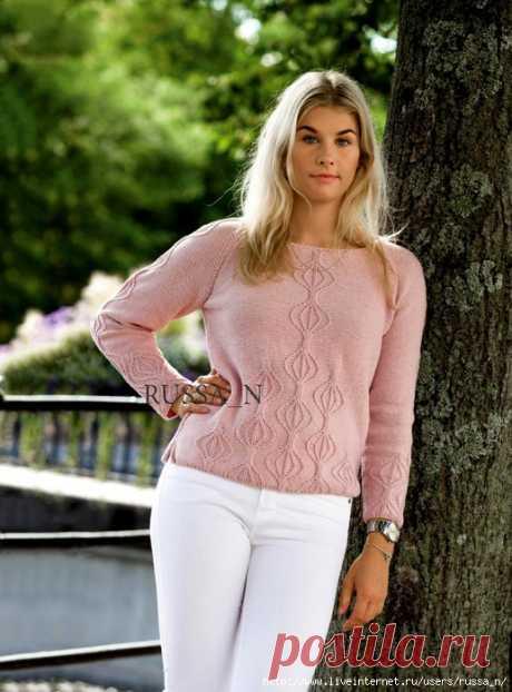 Пуловер с нежным рисунком