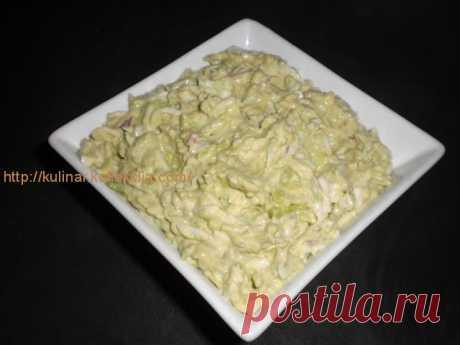 """Салат из авокадо с яйцом от Инги Новосарт. Салат из авокадо с яйцом      """"Салат из авокадо с яйцом очень вкусный! Можно сделать бутерброд: намазать на ломтик хлеба этот салатик, а сверху положить кусочек ветчины или буженинки, - Инга Новосарт (Тель-Авив, Израиль) творчески подходит к кулинарии, - Экспериментируйте и получайте наслажде"""