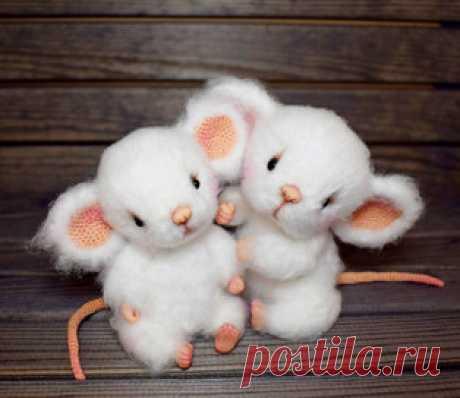 Мышонок Шурка амигуруми. Схемы и описания для вязания игрушек крючком! Бесплатный мастер-класс от Ирины Чернявской по вязанию милого мышонка по имени Шурка. Для изготовления игрушки автор использовал белую пряжу Kartopu B…
