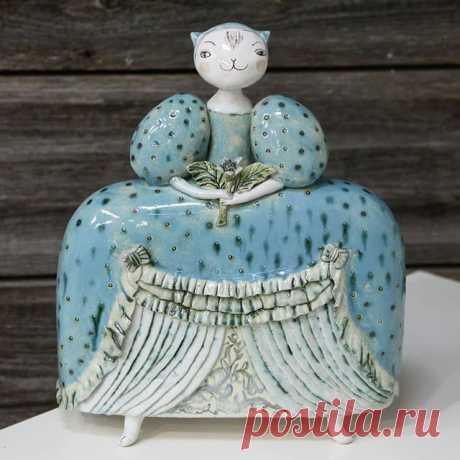 Кошка в бирюзовом. #котизм #авторскиекоты #керамикачариной #авторскаякерамика #котики #керамическаяскульптура #авторскаяскульптура  #ceramicart #ceramiccat #cat