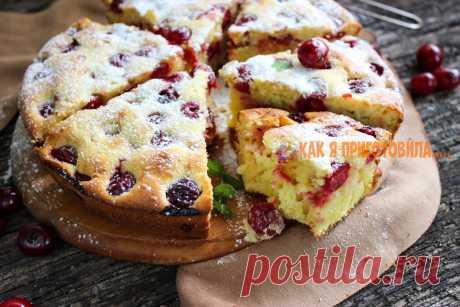 Вишневый пирог на cмeтанe — вκуcный и прοcтοй рeцeпт Предлагаем вам очень вкусный и простой рецепт вишневого пирога на сметане. Он воздушный и ароматный, с сочным мякишем и аппетитной корочкой.