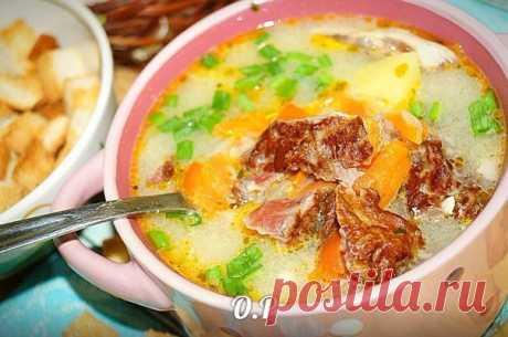Ароматный сырный суп с копчёными рёбрышками