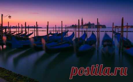 «Пока спят гондольеры» Венеция, Италия. Автор фото – Антон Шваин: nat-geo.ru/photo/user/121382/ Доброе утро!