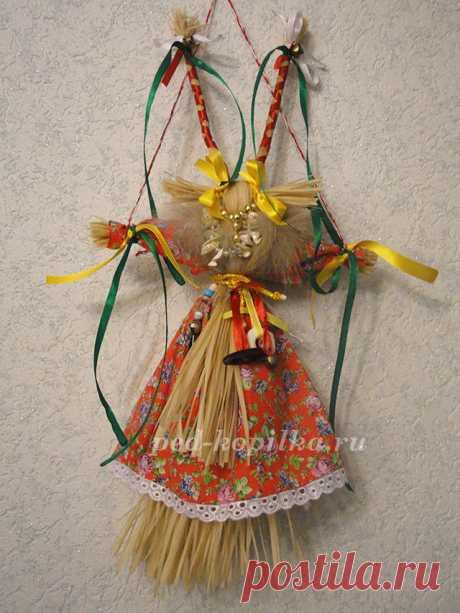 """La muñeca navideña ritual \""""la Cabra\"""" por las manos"""
