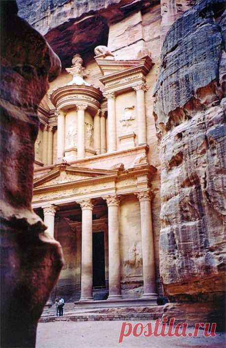The temple in the rock. Pyotr's city, Jordan.\u000d\u000a\u000d\u000aSeveral centuries Petra strikes travelers with both the look, and rare rose-red color under color of the maternal mountain which of stone flesh all city buildings are cut. It is the best of all to examine these tremendous sights early in the morning or before a decline when the tending to the West, not dazzling sun as if is dissolved in warm modulations of a pink stone of columns, reporting to each shade additional depth and...