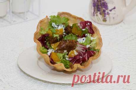Салат из куриной печени под сметанным соусом — Вкусные рецепты