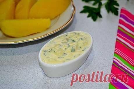 Франкфуртский соус  Ингредиенты:   Яйцо — 1 шт. Растительное масло — 3 ст. л. Уксус — 1 ст. л. Горчица — 1 ч. л. Сметана — 150 г Соль — по вкусу Зелень — по вкусу  Приготовление:  1. Отварите вкрутую яйцо. Остудите и очистите, отделите желток и разотрите его в небольшой мисочке. 2. Добавьте горчицу. 3. Влейте растительное масло и уксус. 4. Добавьте сметану и хорошо перемешайте. 5. Посолите по вкусу. 6. Добавьте измельченный белок и мелко нарезанную зелень.  Приятного аппет...