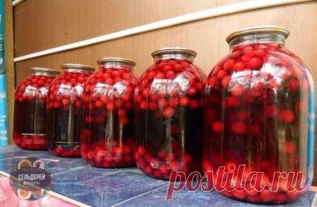 """Компот из черешни """"пятиминутка""""! На зиму!  ИНГРЕДИЕНТЫ На 3-х литровую банку: - Черешня - 0,5 кг - Сахар - 1 стакан - Вода - 2,3-2,4 л  КАК ПРИГОТОВИТЬ??? Черешню переберать, удалить плодоножки, тщательно промыть. Банки наполнить ягодами и сахаром, залить кипятком, закатать, перевернуть, укутать и оставьте до полного остывания.  ПРИЯТНОГО АППЕТИТА!"""
