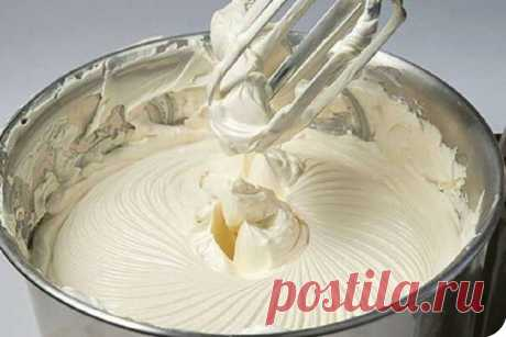 Сливочный крем «Пятиминутка» Ингредиенты к рецепту: — 250 гр сливочного масла (комнатной температуры) — 200 гр сахарной пудры — 100 мл молока — 1 пакетик ванилина Как приготовить: