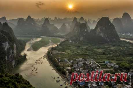 Evening over River Lee. Yansho's district, China. The author of a photo is Alexander Chazov: nat-geo.ru\/photo\/user\/38194\/   National Geographic Russia