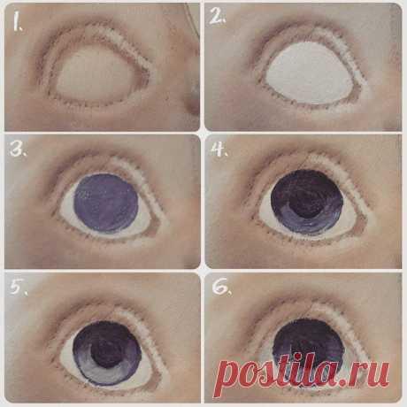 Рисуем глаза кукле.  Мастер класс от Татьяны Зыбановой.  Вот несколько этапов работы с глазками: 1. Глаз после тонировки. 2. Закрываем белок белилами. 3. Рисуем радужку основным цветом глаза. 4. Смешиваем более темный цвет (почти черный), и наносим тень, в верхней части радужки. Рисуем зрачок. 5. На нижнюю часть радужки, под зрачком, наносим более светлый оттенок(добавляем в основной цвет белила); при этом оставляем контур основного цвета. 6. Добавив в основной цвет немног...