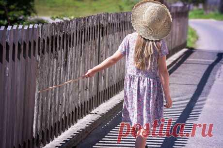 Что такое личные границы?🤔 ⠀ Сейчас много говорится о том, что надо отстраивать личные границы. Так что же это такое? ⠀ Начну сначала. Когда мы рождаемся, у нас никаких личных границ нет🙅🏻♀️ Сначала мы проходим 9 месяцев внутриутробного развития, когда мы фактически являемся частью матери. Потом мы рождаемся и первые месяцы жизни продолжаем оставаться в слиянии и зависимости с мамой👩👧