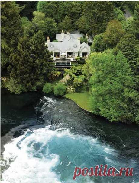 Умеют же люди строить отели, гармонично вписывающиеся в окружающую природу!