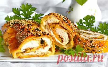 Рулетики из курицы с курагой в слоеном тесте — Sloosh – кулинарные рецепты