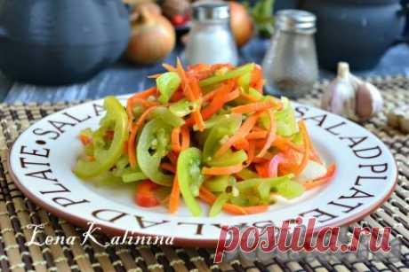 Острые зеленые помидоры по-корейски - 6 пошаговых фото в рецепте Для любителей острых корейских блюд и различных салатов, предлагаю попробовать зеленые помидоры по-корейски. Помидорчики получаются очень вкусными, пикантными и ароматными. Отлично подать такие помидоры в качестве закуски или как дополнение к мясу и другим блюдам.  Ингредиенты