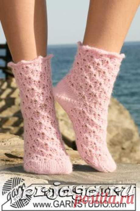 Вязаные носки «Красивая и нежная» на 5 спицах