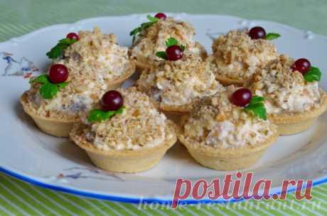 Салат в тарталетках с копченой курицей и грибами - Домашний Ресторан