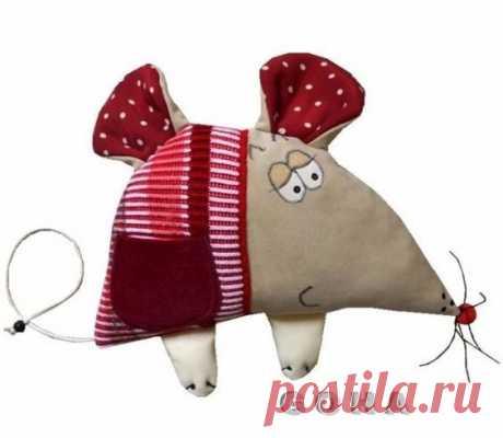 Собралась вот такая подборка игрушек мышек-норушек, сделанных в разной технике и из разных материалов : здесь и текстильные Тильдочки , и меховые зверушки, и игрушки из костюмных тканей, и красавицы и…