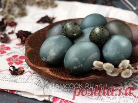 Покраска яиц на Пасху чаем каркаде — рецепт с фото Очень интересная покраска яиц с помощью лепестков чая каркаде, при которой яйца получаются серо-синего цвета.