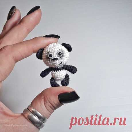 PDF Панда крючком. FREE crochet pattern; Аmigurumi doll patterns. Амигуруми схемы и описания на русском. Вязаные игрушки и поделки своими руками #amimore - Панда, медведь, маленький медвежонок, мишка.