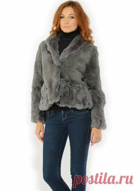 Короткий меховой жакет серого цвета  Изумительная шубка на теплые дни зимы. Стильно и сексуально подчеркивает бедра.  Мех кролика красивого серого цвета.  Длина 51-55 см
