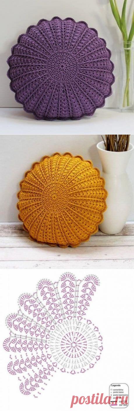 Вяжем декоративную круглую подушку