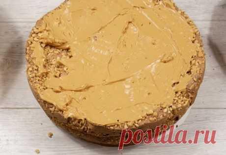 Вкуснейший тортик «Белочка» Представляем вашему вниманию рецепт потрясающего тортика, который понравится абсолютно всем. Его особенность в том, что орехи будем запекать вместе с