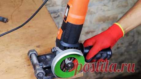 Самая простая торцовочная пила из болгарки Чтобы ровно обрезать стальной длинный прокат, нужна торцовочная пила. Для маленькой мастерской она ни к чему. Для экономии пространства и денег можно сделать подставку на болгарку, которая позволит полностью заменить этот инструмент.Материалы:стальная плита 10 мм;шпилька М20;гайки М20 – 2
