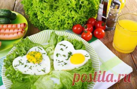 """Простая непростая яичница: супер-идеи блюд из яиц  Классика приготовления завтрака – это симфония из трех нот: """"Чпок! Бац! Пшш…"""" Но если кроме яиц и соли добавить в рецепт еще пару стаканов фантазии, после """"пшш"""" неминуемо последует """"ухты""""! ВЛЮБЛЕННАЯ…"""