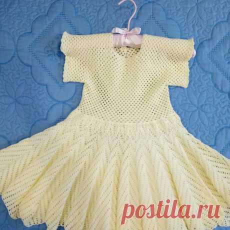 Платье для девочки 4 -5 лет, длина изделия 60 см, обхват талии 50 см