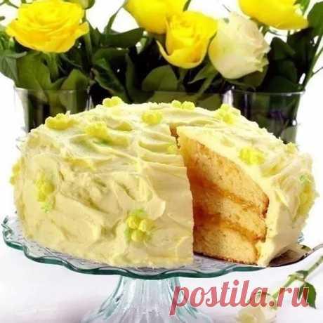 Лимонный торт.  Роскошный трехслойный лимонный торт из мягких коржей, прослоенный двумя разными кремами. Основа этого торта - достаточно плотные масляные коржи, что важно, поскольку им предстоит выдержать на себе груз сразу двух тяжелых кремов. Обычно почти все бисквитные коржи желательно использовать в день выпечки, но если времени не хватает, их можно испечь загодя и хранить в морозилке в отдельных пакетах до 1 месяца. Перед тем, как наносить кремы, дайте коржам оттаять ...