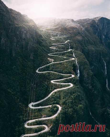 Головокружительный сeрпантин Люсевеген с 27 поворотами, Норвегия
