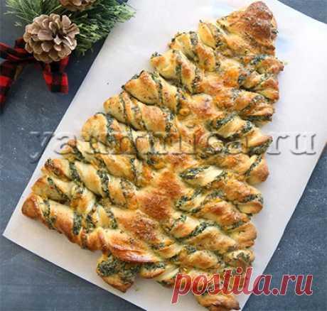"""Праздничный закусочный пирог из слоеного теста """"Ёлочка"""""""