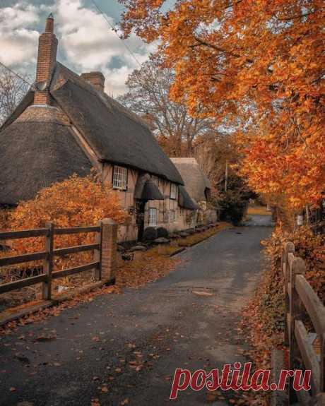 """Восхитительные осенние сцены в Wherwell Village 🇬🇧 ′′ Осень - это вторая весна, когда каждый лист - цветок.""""-Альберт Камю 🍂🍂🍁"""