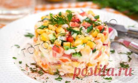 """Крабовый салат """"По-новому"""": аппетитный и вкусный рецепт с секретным ингредиентом   Готовим Вкусно   Яндекс Дзен"""