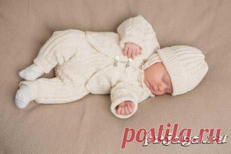 Белоснежный костюм для новорожденных спицами